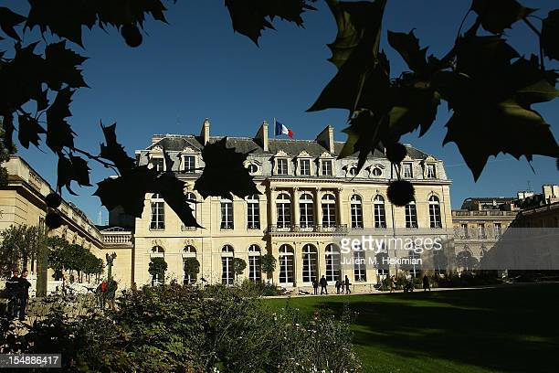 A general view of the 18thcentury Elysee Palace gardens on October 28 2012 in Paris France Hundreds of Parisians and tourists took the opportunity to...