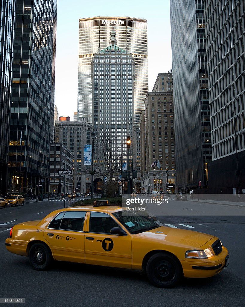 A general view of the a taxi cab in front of the MetLife Building at 200 Park Avenue at East 45th Street above Grand Central Terminal in Midtown Manhattan on March 27, 2013 in New York City.