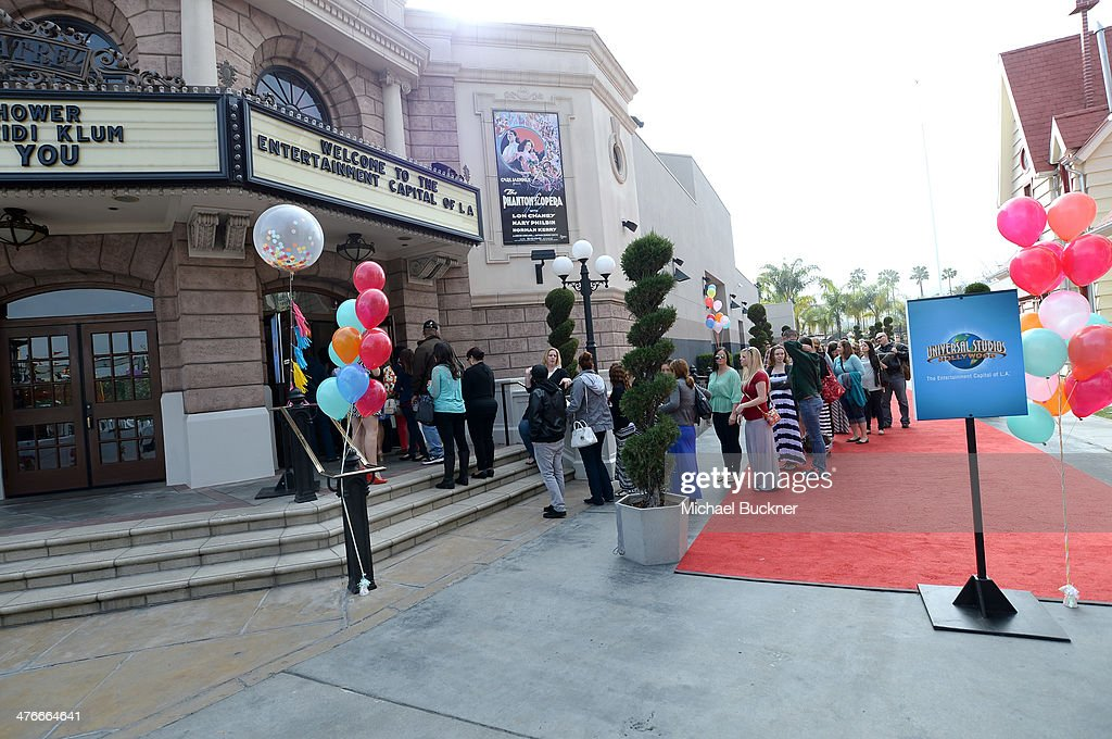 General view of the atmoshpere at Operation Shower sponsored by Babies'R'Us event hosted by Heidi Klum at The Globe Theatre at Universal Studios on...