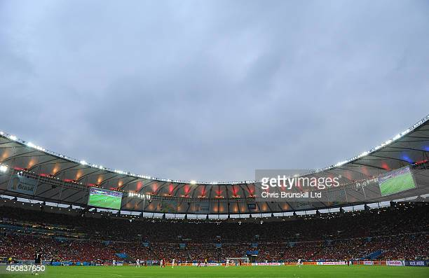 A general view of the action during the 2014 FIFA World Cup Brazil Group B match between Spain and Chile at Maracana Stadium on June 18 2014 in Rio...