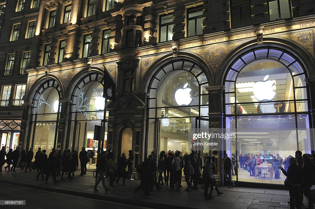 A general view of the Apple store on regent Street on November 20, 2013 in London, England. Apple CEO Tim Cook recently stated that he had high hopes for 'an iPad Christmas' having recently introduced the iPad Air, and the iPad Mini with Retina Display.