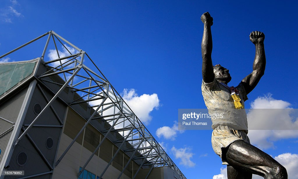 A general view of the Billy Bremner statue before during the npower Championship match between Leeds United and Nottingham Forest at Elland Road on September 22, 2012 in Leeds, England.