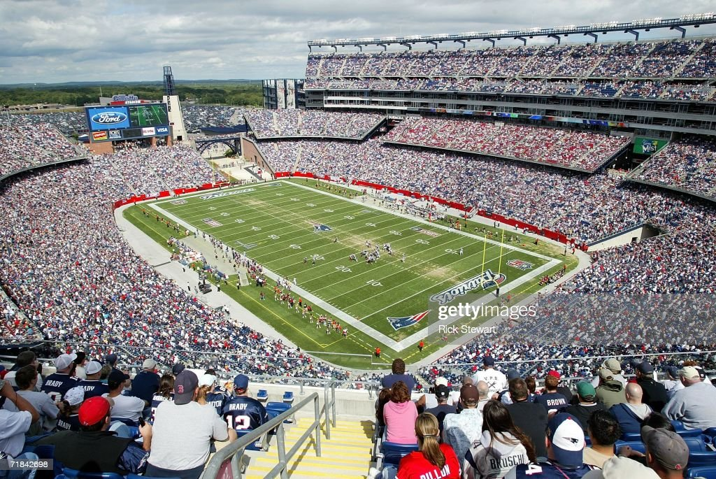 A general view of the Buffalo Bills kicking off to the New England Patriots on September 10 2006 at Gillette Stadium in Foxboro Massachusetts The...