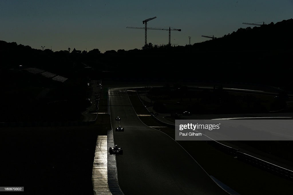 A general view of the circuit as team squeeze in their final laps during Formula One winter testing at Circuito de Jerez on February 8, 2013 in Jerez de la Frontera, Spain.