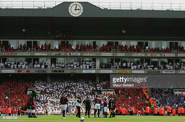 A general view of the Clock End grandstand just before kick off at the Barclays Premiership match between Arsenal and Wigan Athletic at Highbury on...