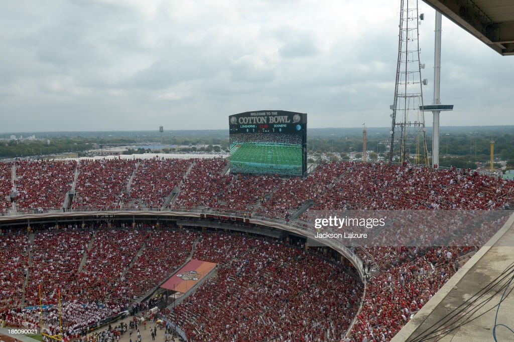 A general view of the Cotton Bowl crowd during the Red River Shootout between the Oklahoma Sooners and the Texas Longhorns on October 12 2013 at The...