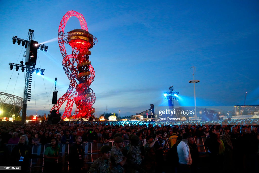 A general view of the crowd during the Jaguar Land Rover Invictus Games Closing Ceremony at the South Lawn of Queen Elizabeth Olympic Park on...