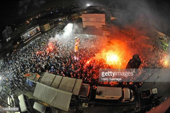 General view of the fans of Santos before match between Santos and Corinthians as part of the semifinal of Copa Libertadores 2012 at Vila Belmiro...