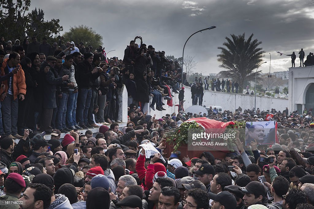A general view of the funeral of Chokri Belaid, political opponent to the Tunisian government at the Jellaz Cemetery on February 8, 2013 in Tunis,Tunisia.