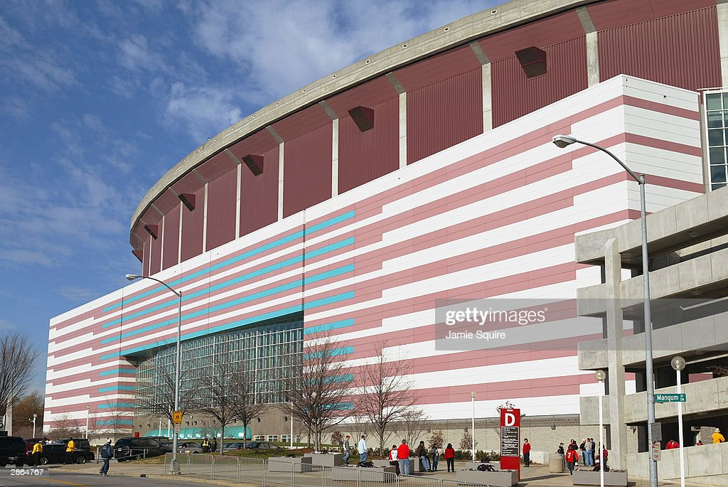 General view of the Georgia Dome before the game between the Atlanta Falcons and the Jacksonville Jaguars on December 28 2003 in Atlanta Georgia The...
