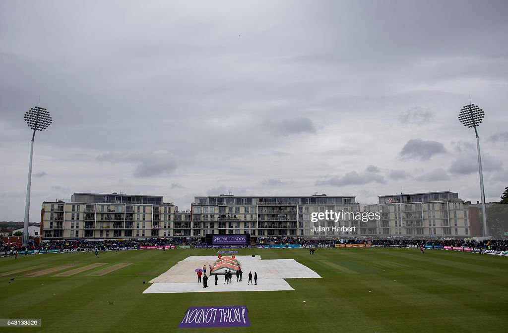 A general view of the ground when rain stopped play during the 3rd ODI Royal London One-Day match between England and Sri Lanka at The County Ground on June 26, 2016 in Bristol, England.