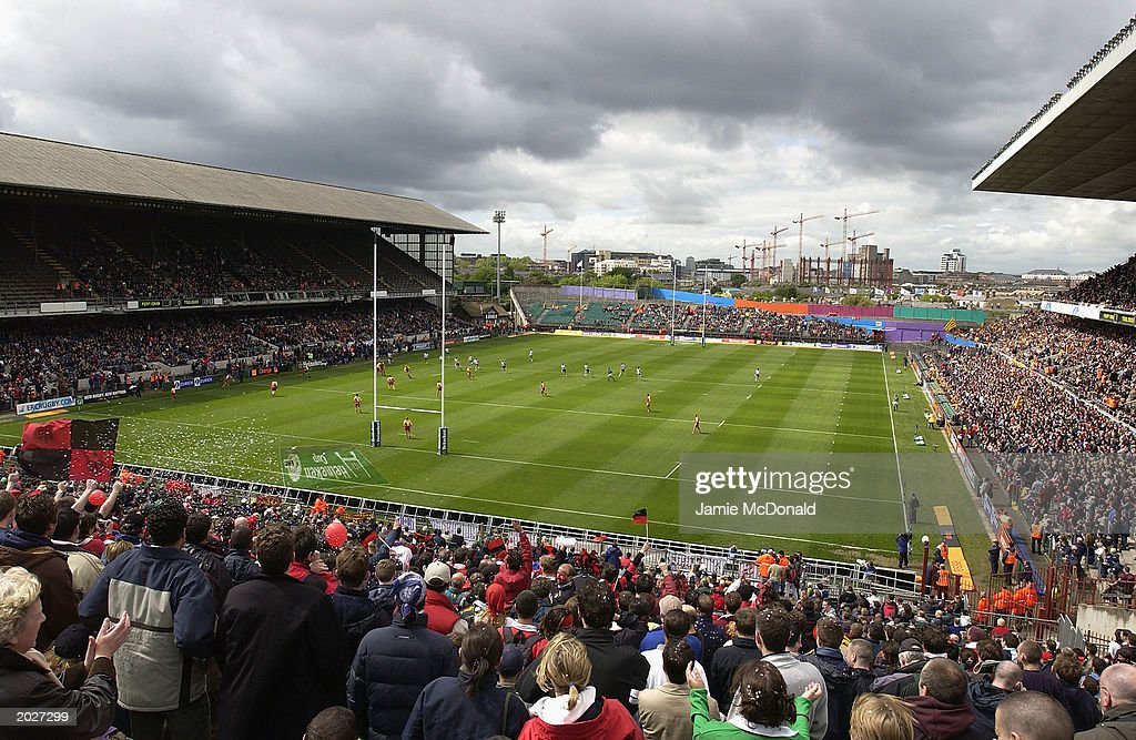 A general view of the Heineken Cup Kick off during the Heineken Cup Final match between Perpignan and Toulouse on May 24 2003 at Lansdowne Road...