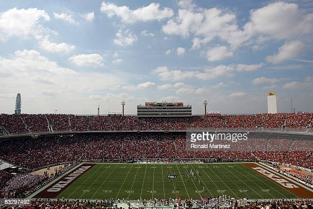 A general view of the Oklahoma Sooners and the Texas Longhorns during the Red River Rivalry at the Cotton Bowl on October 11 2008 in Dallas Texas