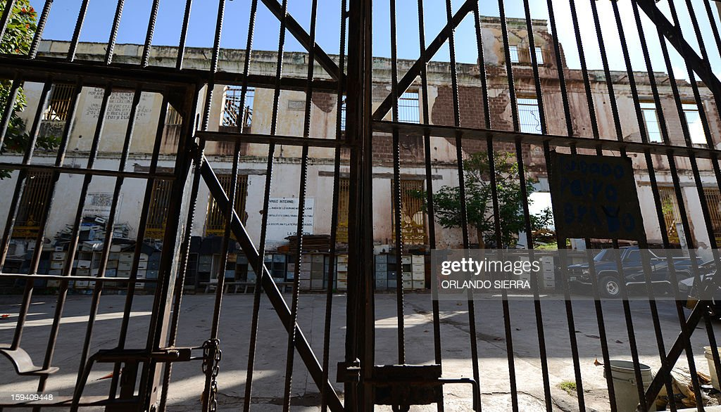 A general view of the run-down Central Penitentiary in the hisotric center of Tegucigalpa on January 13, 2013. The prison, which was built in 1880 and destroyed by hurricane Mitch in 1998, was declared of national interest in 2002. AFP PHOTO /Orlando SIERRA