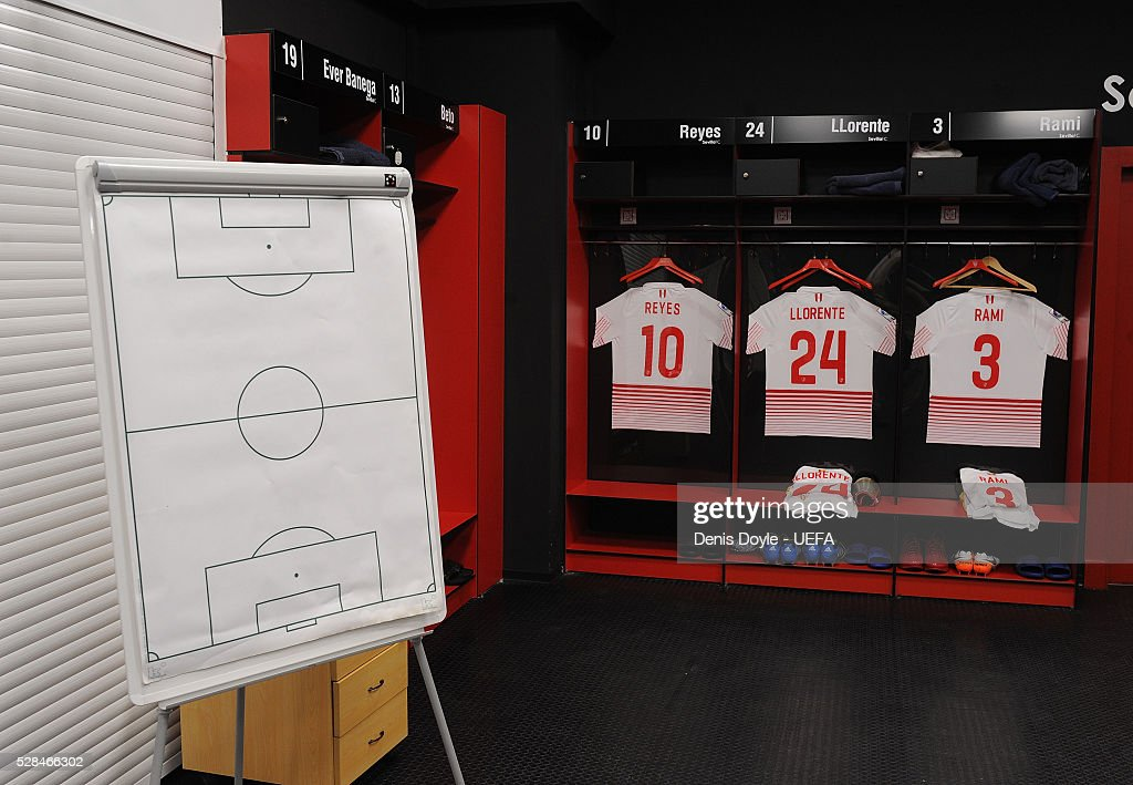 General view of the Sevilla dressing room ahead of the UEFA Europa League Semi Final second leg match between Sevilla and Shakhtar Donetsk at the Sanchez Pizjuan stadium on May 5, 2016 in Seville, Spain.