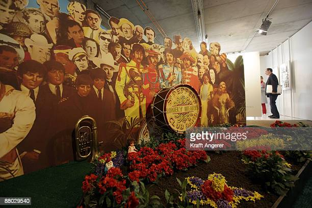 A general view of the 'Sgt Pepper's Lonely Hearts Club Band' room is seen at the Beatlemania exhibition on May 28 2009 in Hamburg Germany The...