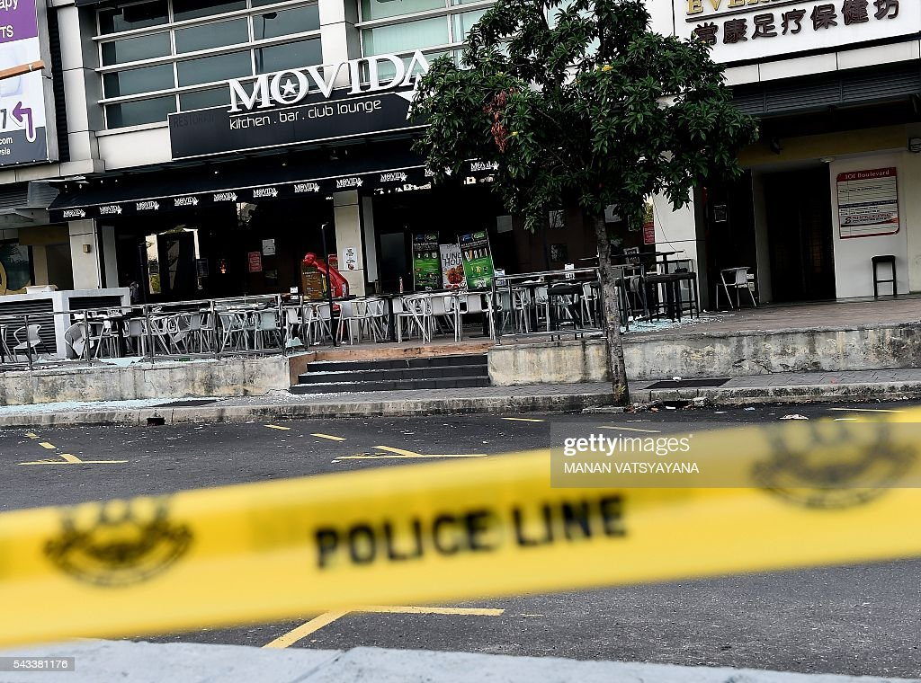A general view of the site of a grenade attack at a restaurant in Puchong district outside of Kuala Lumpur on June 28, 2016. Eight people were injured after a hand grenade was thrown at a restaurant in Malaysia's central Selangor state, police said, citing business rivalry rather than terrorism as the likely motive. / AFP / MANAN