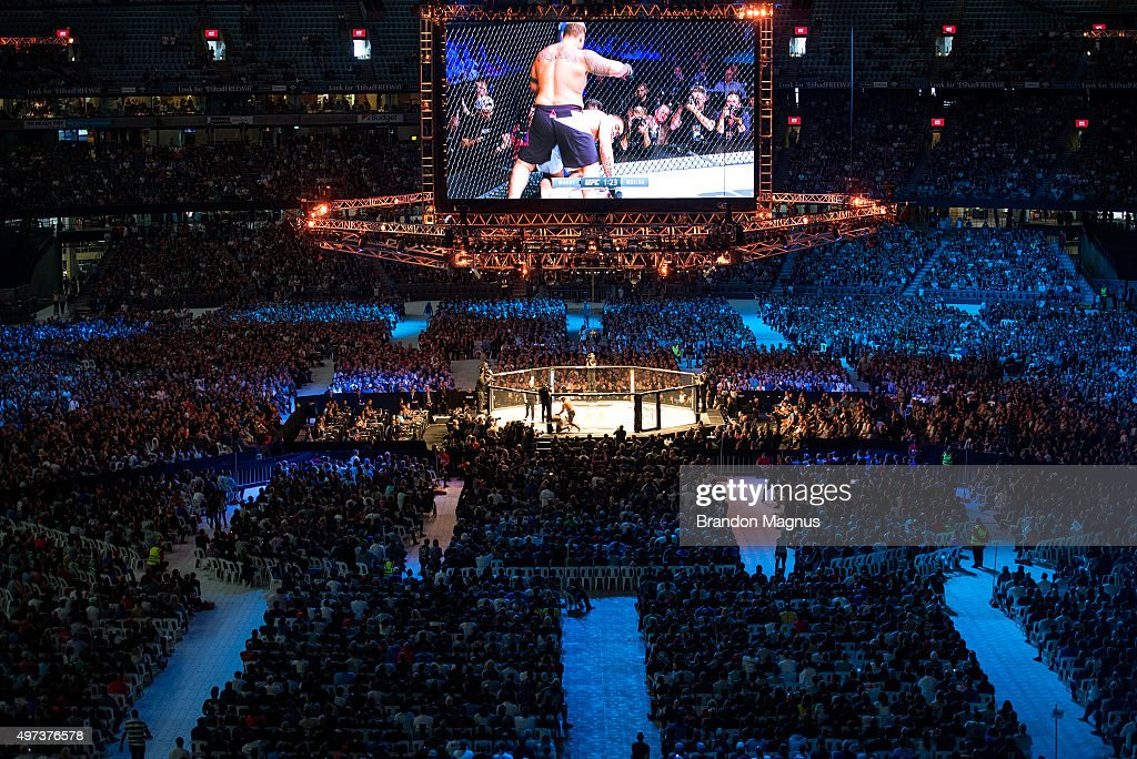 A general view of the stadium as Mark Hunt knocks out Antonio 'Bigfoot' Silva during the UFC 193 event at Etihad Stadium on November 15, 2015 in Melbourne, Australia.