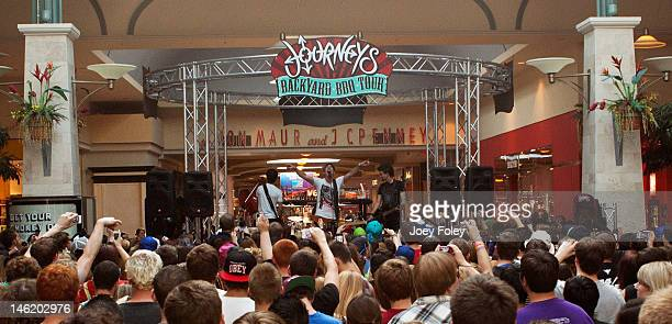 A general view of the stage and crowd as Marianas Trench performs at Journeys  Backyard BBQ - Journeys Backyard Bbq Tour Indianapolis In Stock Photos And Pictures