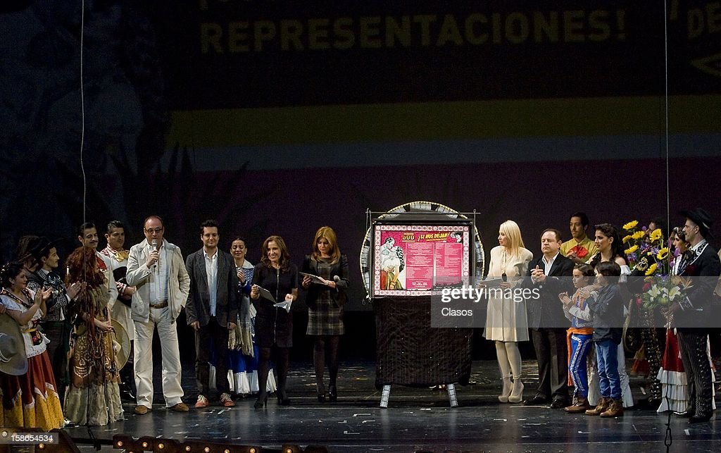 General view of the stage during the unveiling of the plaque by the 500 performances of the play Si Nos Dejan on December 20, 2012 in Mexico City, Mexico.