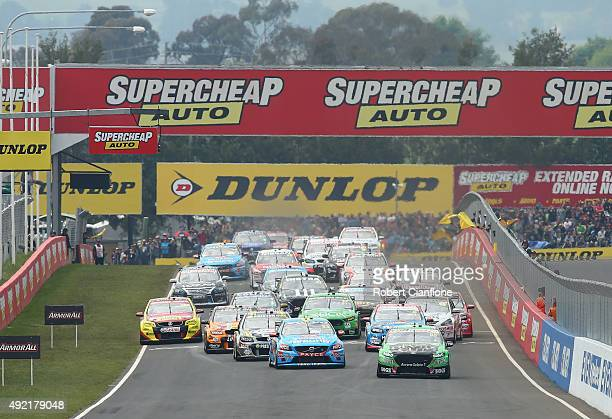 A general view of the start of the Bathurst 1000 which is race 25 of the V8 Supercars Championship at Mount Panorama on October 11 2015 in Bathurst...