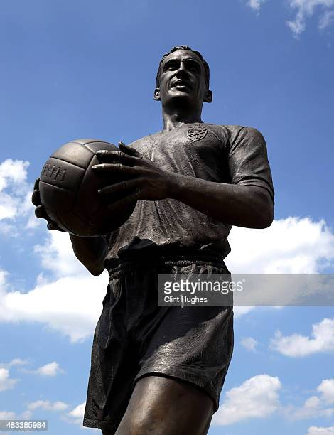 A general view of the statue of Nat Lofthouse OBE outside the ground prior to the Sky Bet Championship match between Bolton Wanderers and Derby...