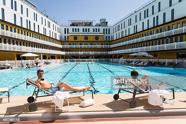Piscine molitor photos et images de collection getty images for Molitor swimming pool paris