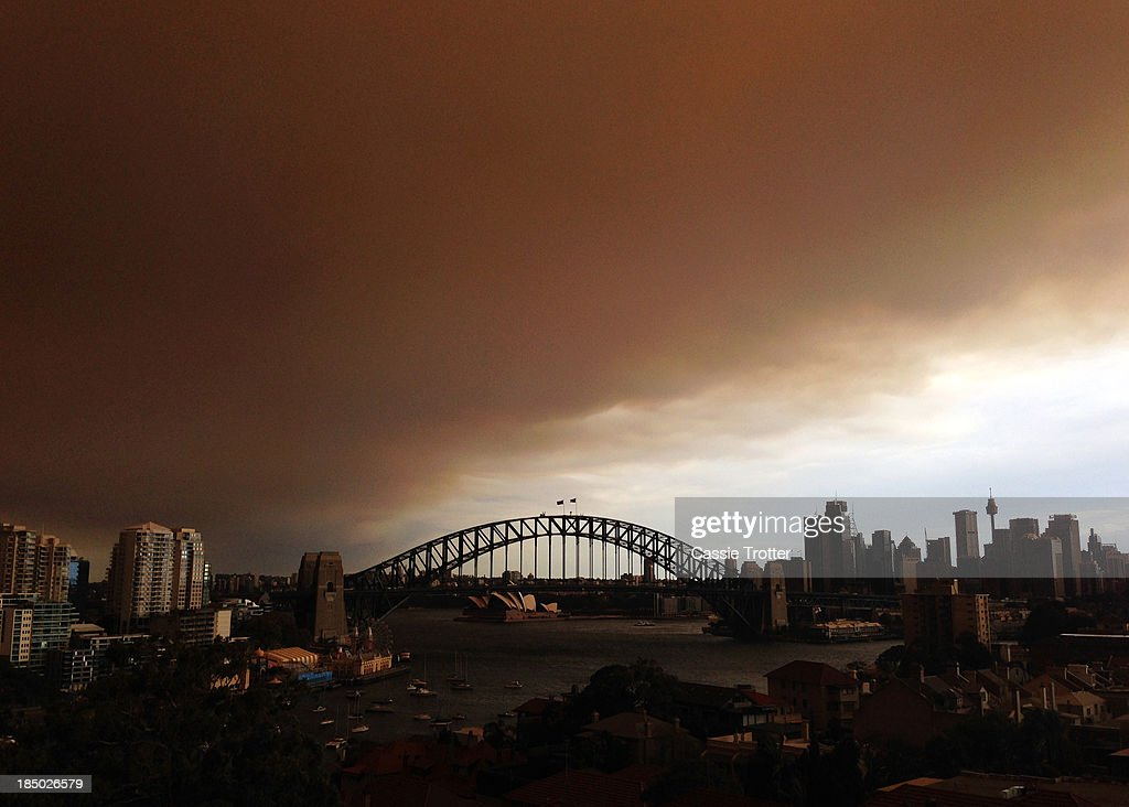 A general view of the Sydney CBD shrouded in smoke haze is seen on October 17, 2013 in Sydney, Australia. Sydney is shrouded in a haze of smoke as brushfires rage in the western Sydney suburbs of Springwood, Winmalee and Lithgow.