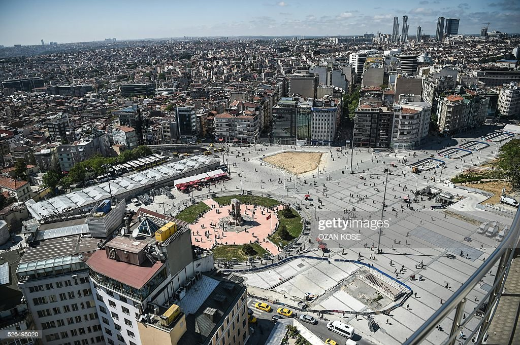 General view of the Taksim square taken on April 30, 2016 in Istanbul,on the eve of May day. Istanbul braced for a major security lockdown for May Day on Sunday, with almost 25,000 police on duty and numerous roads closed for an occasion that regularly sees clashes between Turkish protesters and police. / AFP / OZAN