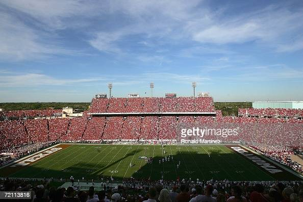 General view of the Texas Longhorns and the Oklahoma Sooners during the Red River Shootout at the Cotton Bowl on October 7 2006 in Dallas Texas