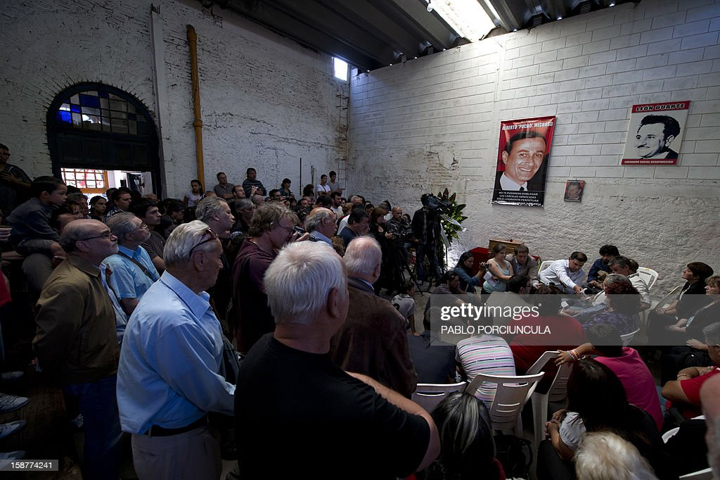 General view of the wake of the Uruguayan anarchist Alberto Mechoso on December 28, 2012 in Montevideo. The Uruguayan Government gave the remains of Mechoso to his relatives after being identified in Argentina. Mechoso was detained in September 26, 1976 and he was seen for the last time at the clandestine detention centre Automotoras Orletti on that year. AFP PHOTO/Pablo PORCIUNCULA