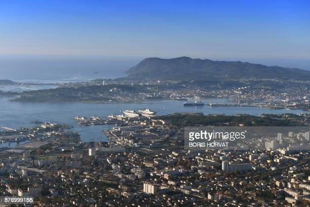 A general view of Toulon and its harbour on November 21 2017 in southern France / AFP PHOTO / BORIS HORVAT