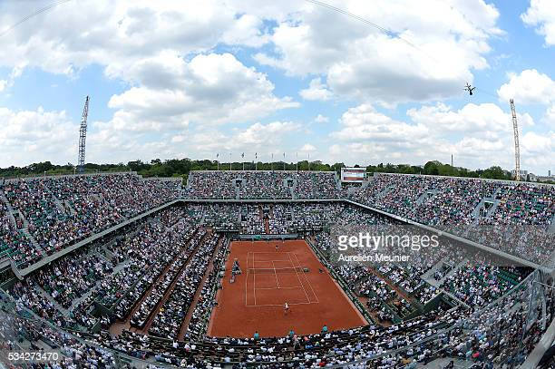 A general view og the Philippe Chatrier court as Andy Murray of Great Britain plays his men's single second round match against Mathias Bourgue of...