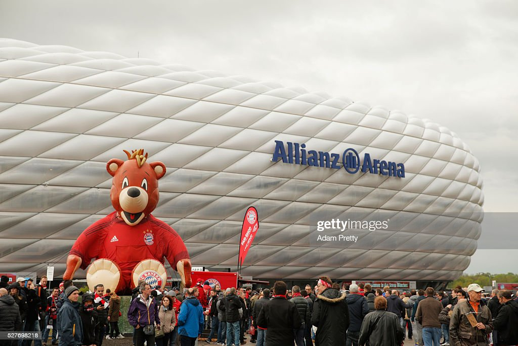 A general view outside the ground as fans gather prior to the UEFA Champions League semi final second leg match between FC Bayern Muenchen and Club Atletico de Madrid at Allianz Arena on May 3, 2016 in Munich, Germany.