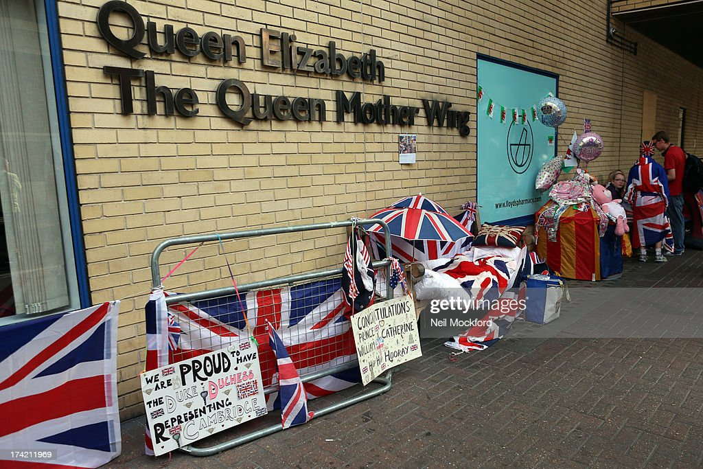 General View outside the Queen Mother Wing after its been announced that The Duchess Of Cambridge has gone into labour at St Mary's Hospital on July 22, 2013 in London, England.