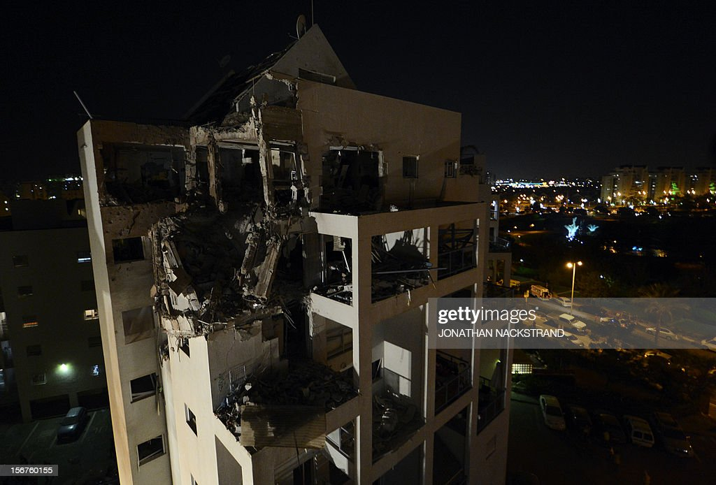 A general view shows a destroyed apartment on a building that was hit by a rocket, fired from Gaza, in the city of Rishon Letzion, near Tel Aviv, on November 20, 2012. Israeli Prime Minister Benjamin Netanyahu told Gaza's Hamas leaders to choose between peace and 'the sword' as a diplomatic push intensified to end a week of violence in and around the strip. AFP PHOTO / JONATHAN NACKSTRAND
