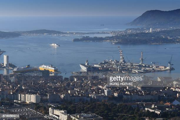 A general view shows boats anchored on November 21 2017 in Toulon harbour in southern France / AFP PHOTO / BORIS HORVAT