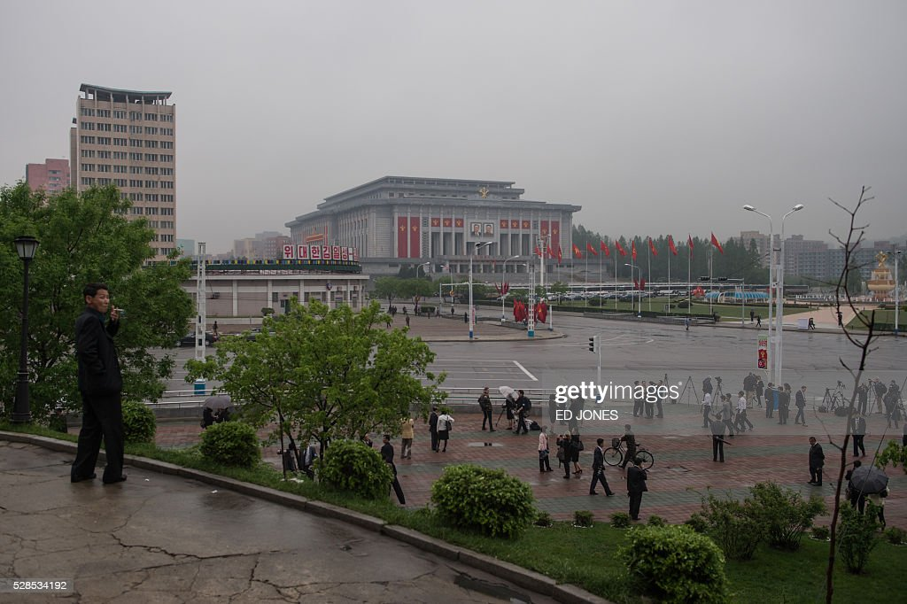 A general view shows journalists on a roadside before the 'April 25 Palace', the venue of the 7th Workers Party Congress in Pyongyang on May 6, 2016. North Korea on May 6 kicked off its biggest political show for a generation, aimed at cementing the absolute rule of leader Kim Jong-Un and shadowed by the possibility of an imminent nuclear test. / AFP / Ed Jones