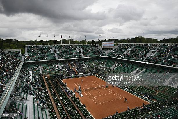A general view shows the Philippe Chatrier court during the men's first round match between Japan's Kei Nishikori and Italy's Simone Bolelli at the...
