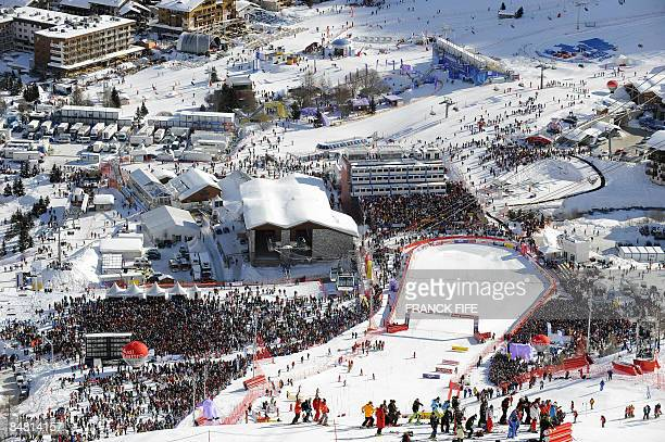 A general view shows the supporters around the race track during the men's slalom first run at the World Ski Championships on February 15 2009 in Val...