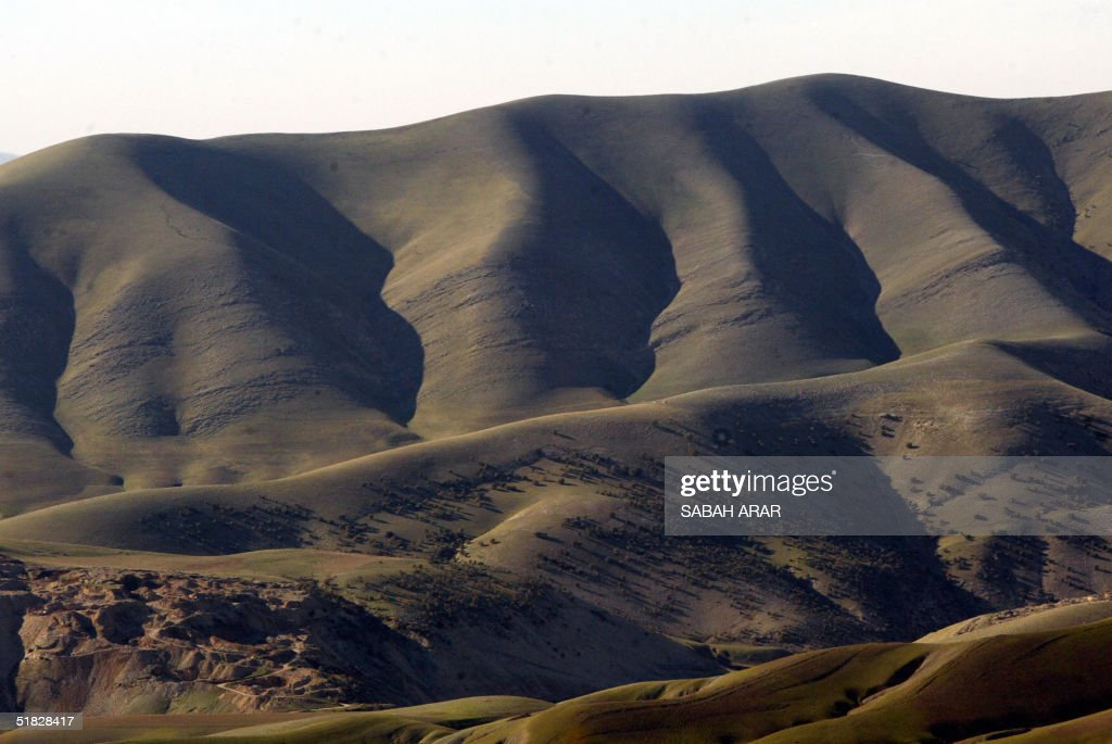 A general view shows the Talir mountains north of the Iraqi Kurdistan city of Sulaimaniyah 350 kms northeast of Baghdad 05 December 2004 The...