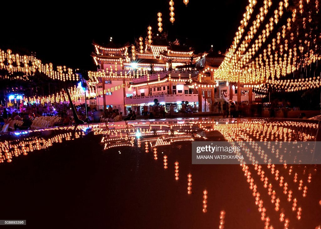 A general view shows Thean Hou temple decorated with red lanterns in Kuala Lumpur on February 7, 2016, on the eve of the Lunar New Year. The Lunar New Year will mark the start of the Year of the Monkey on February 8. AFP PHOTO / MANAN VATSYAYANA / AFP / MANAN VATSYAYANA
