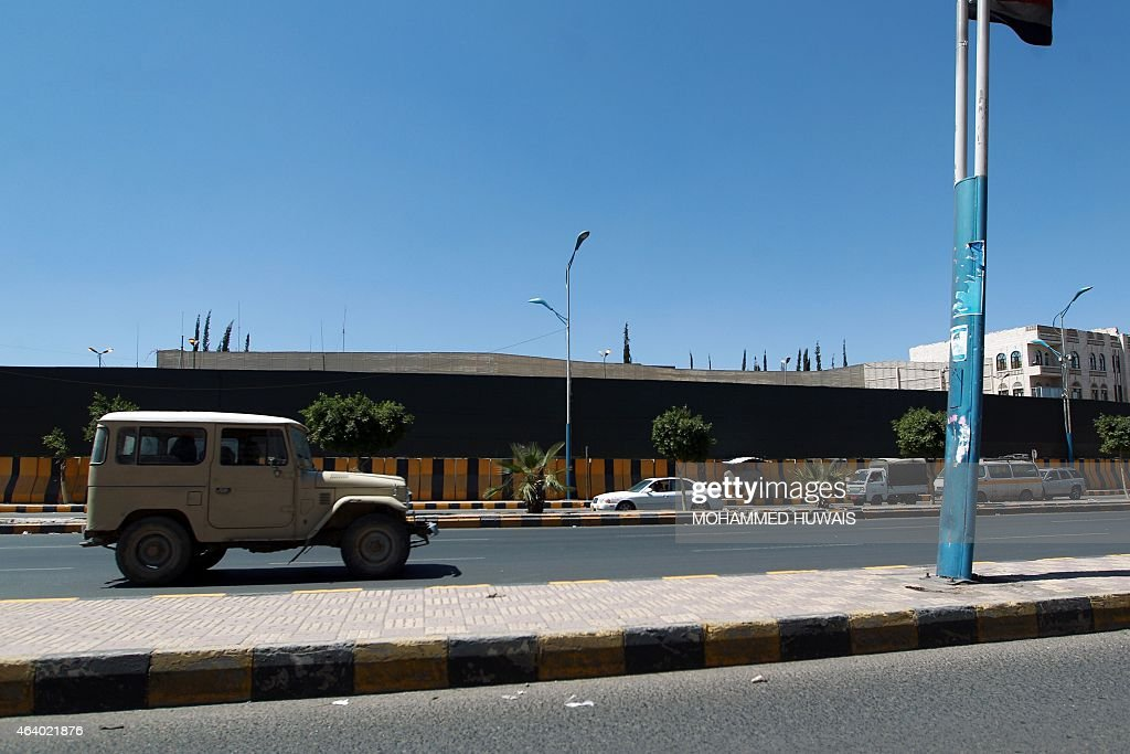 A general view taken on February 21, 2015 shows the outside of the home of Yemeni President Abdrabuh Mansur Hadi in the Yemeni capital Sanaa. Hadi, who resigned in January 2015 under pressure from Shiite militia, left Sanaa on February 21, 2015, headed to the main southern city of Aden, after weeks under effective house arrest, an aide told AFP. AFP PHOTO/ MOHAMMED HUWAIS
