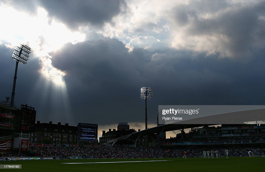 A general viw of play during day five of the 5th Investec Ashes Test match between England and Australia at the Kia Oval on August 25, 2013 in London, England.