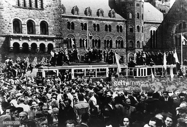 Generalstreik Massendemonstrationen und Volkserhebung in Posen 1956 Versammlung auf dem Hauptplatz