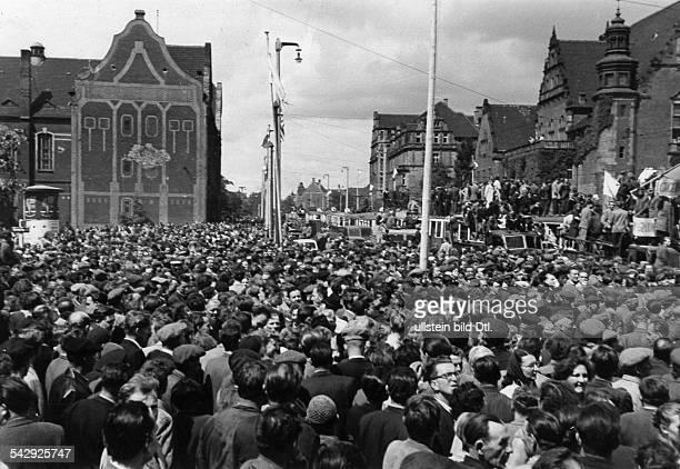 Generalstreik Massendemonstrationen und Volkserhebung in Posen 1956 Arbeiter bei der Versammlung auf dem Hauptplatz