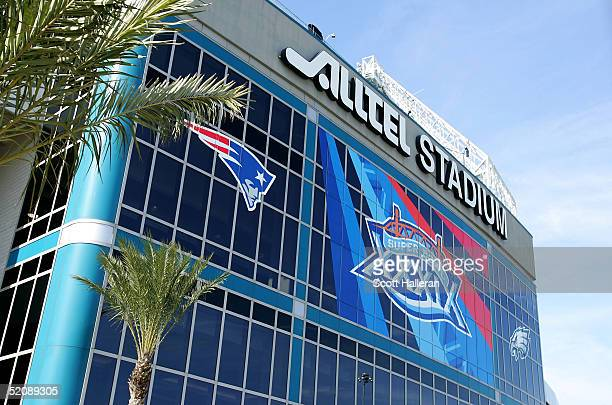 A generalview outside Alltel Stadium prior to the start of Super Bowl XXXIX at Alltel Stadium on January 31 2005 in Jacksonville Florida