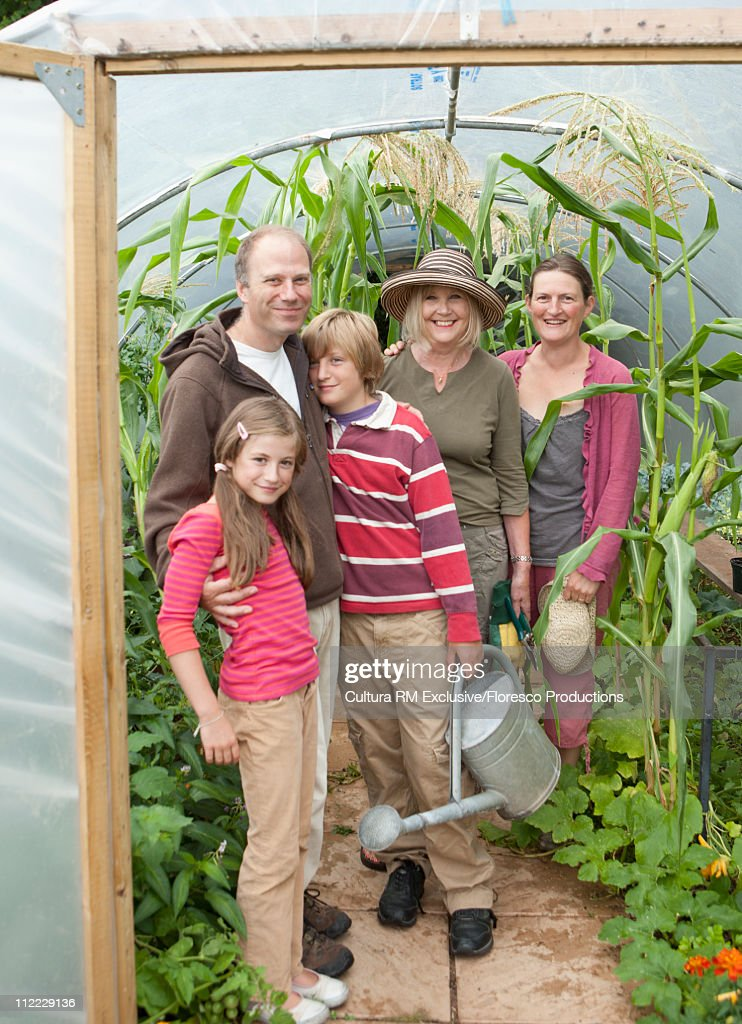 3 generations family contributing to green living : Stock Photo
