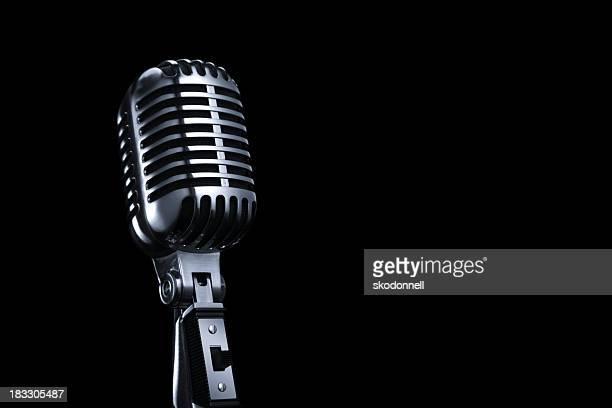 Generico microfono Vintage su sfondo nero
