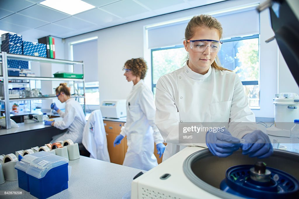genetics lab researchers